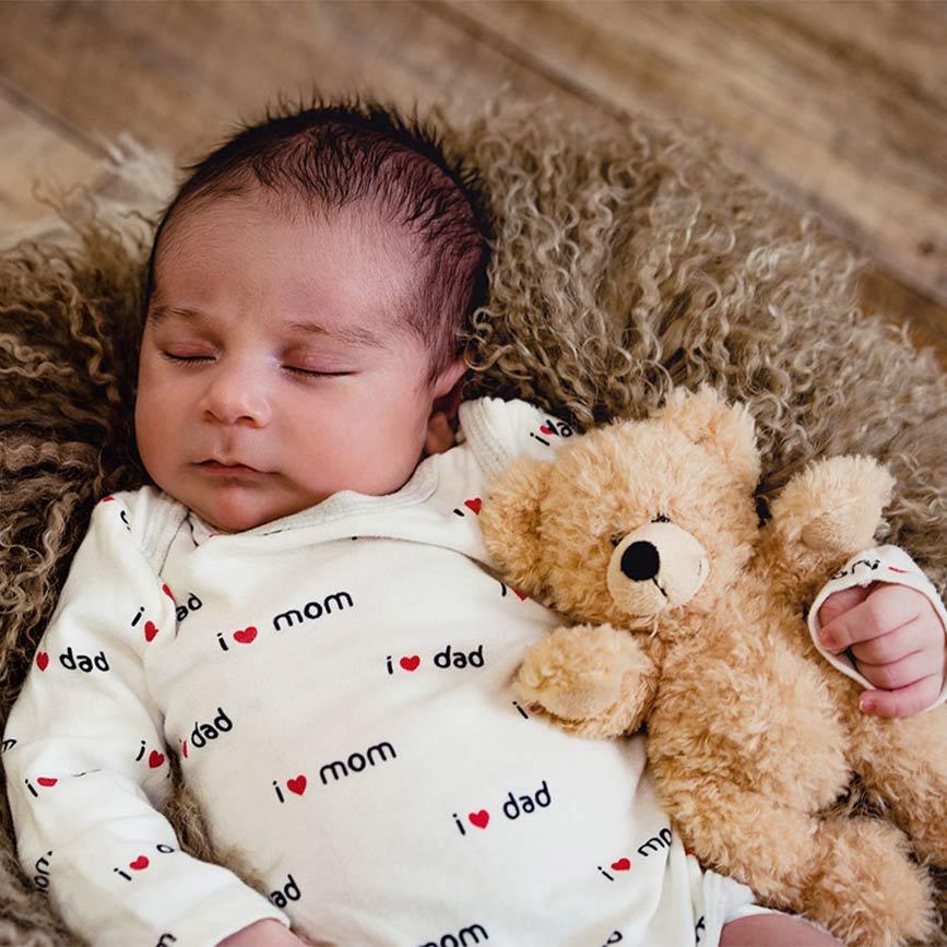 Babyshooting-mit-Baby-und-Teddybaer