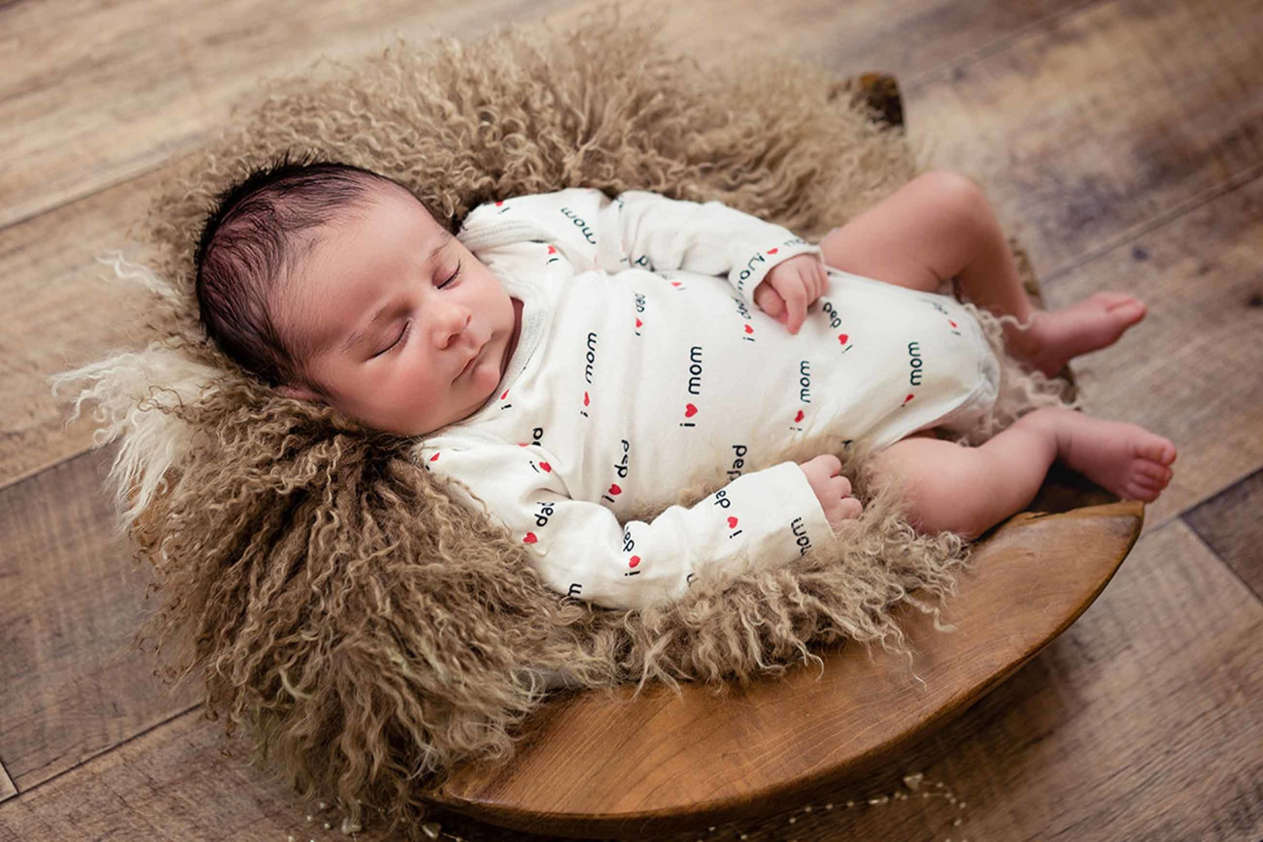 chlafendes-Baby-beim-Baby-Fotoshooting