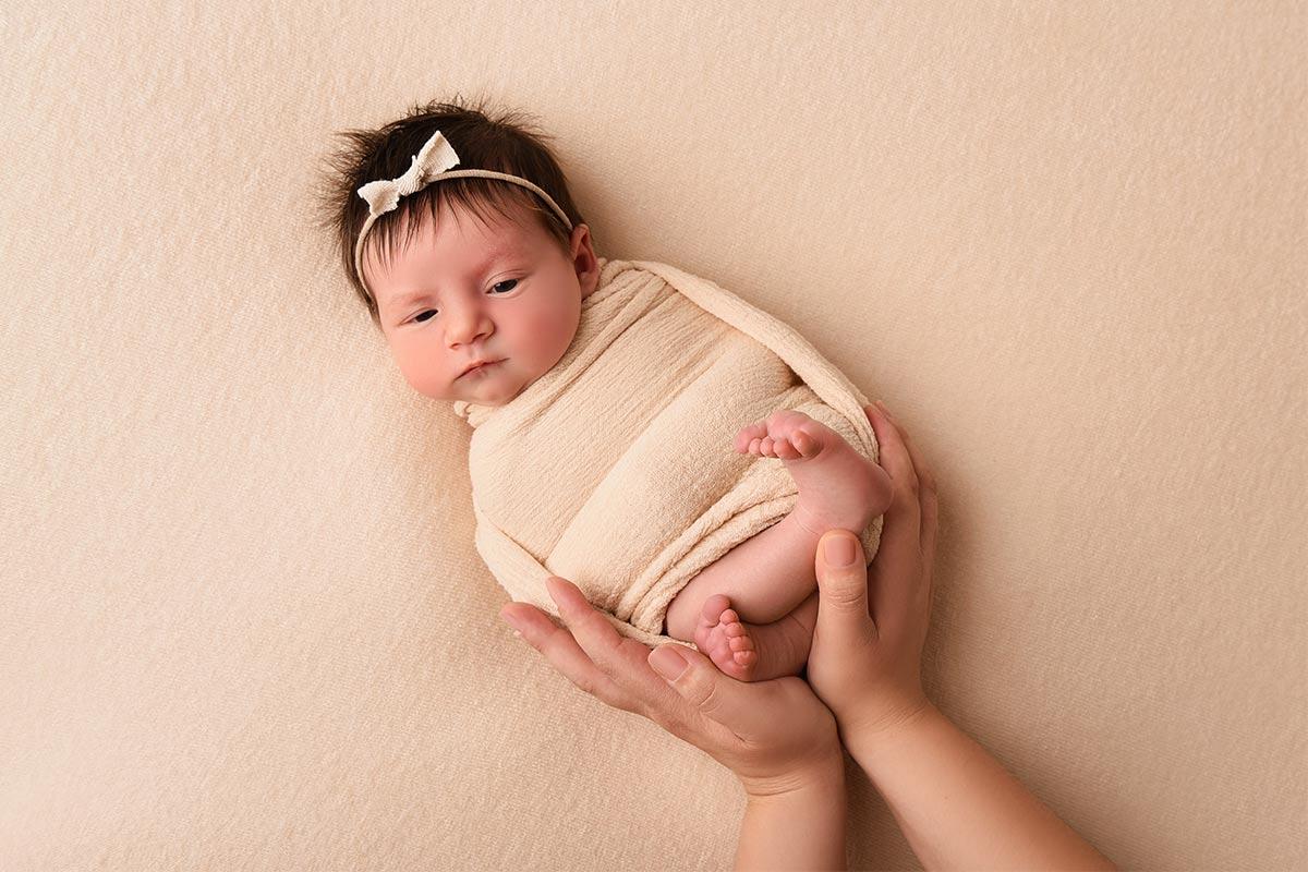 Baby Shooting mit Eltern Haende