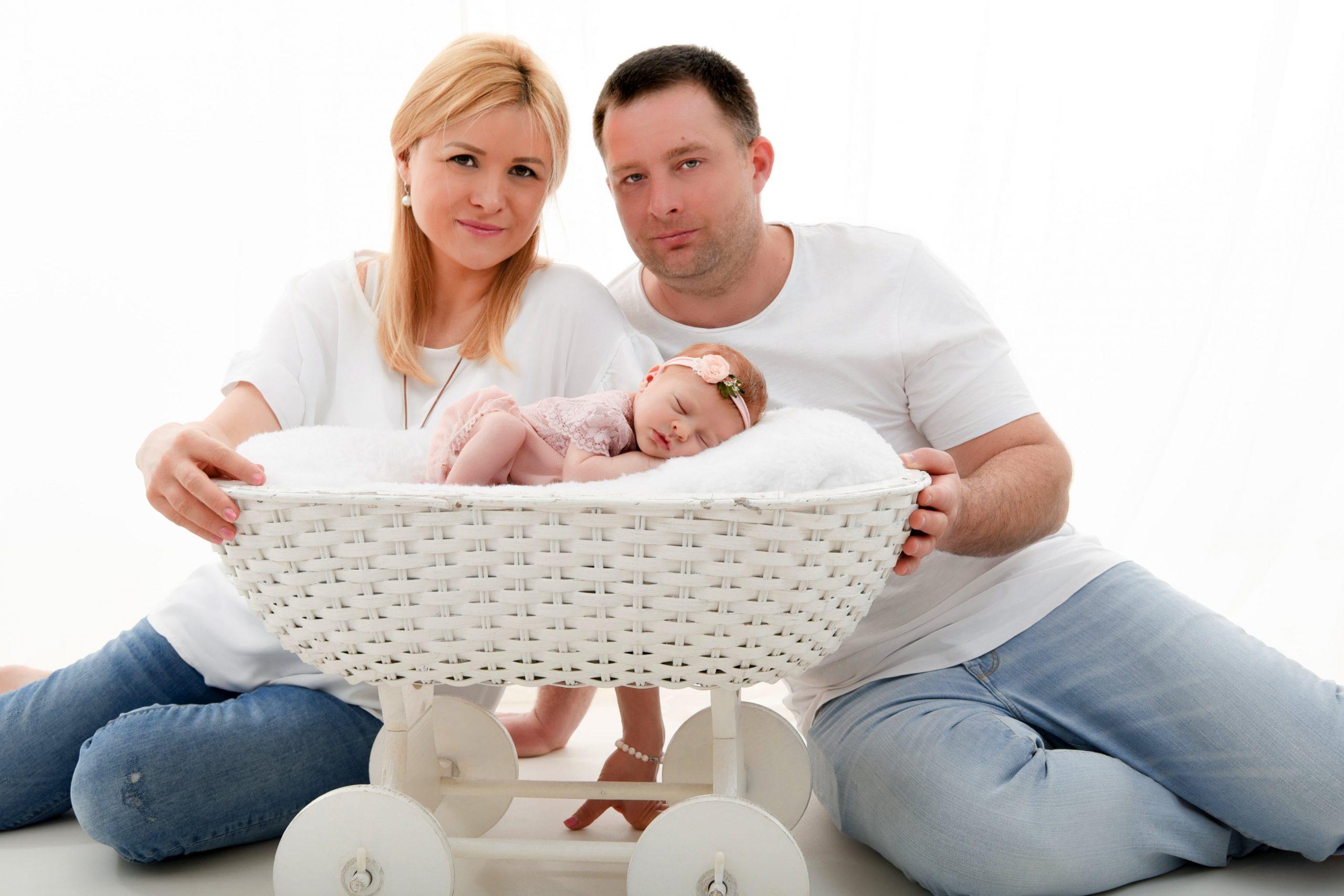 neugeborenen-shooting-mit-den-Eltern-Portfolio6-min